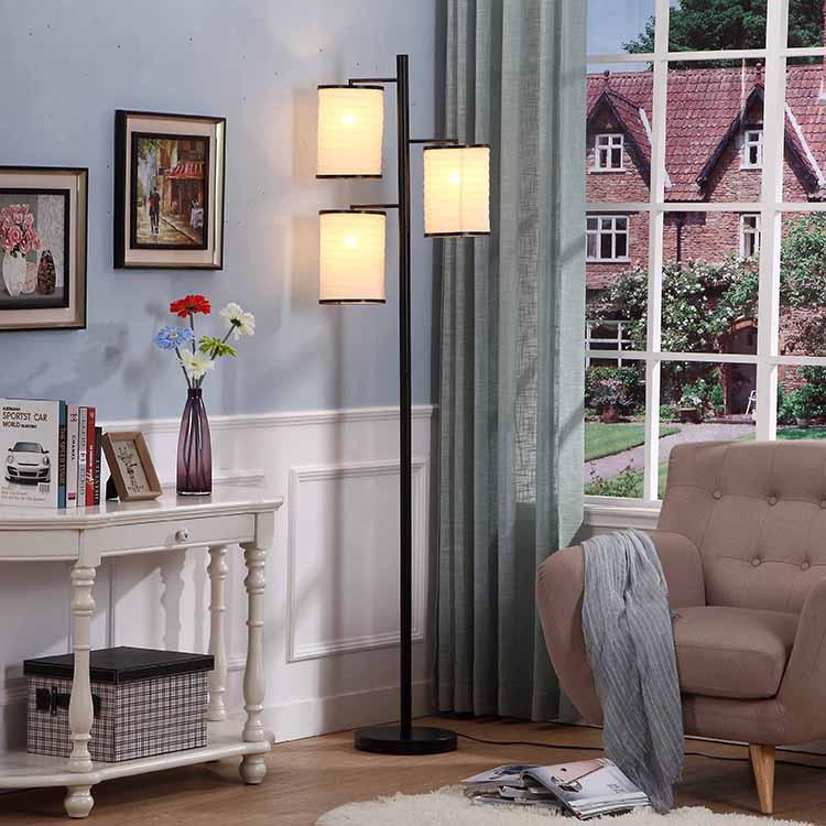 Classic blackTree Lamp 2